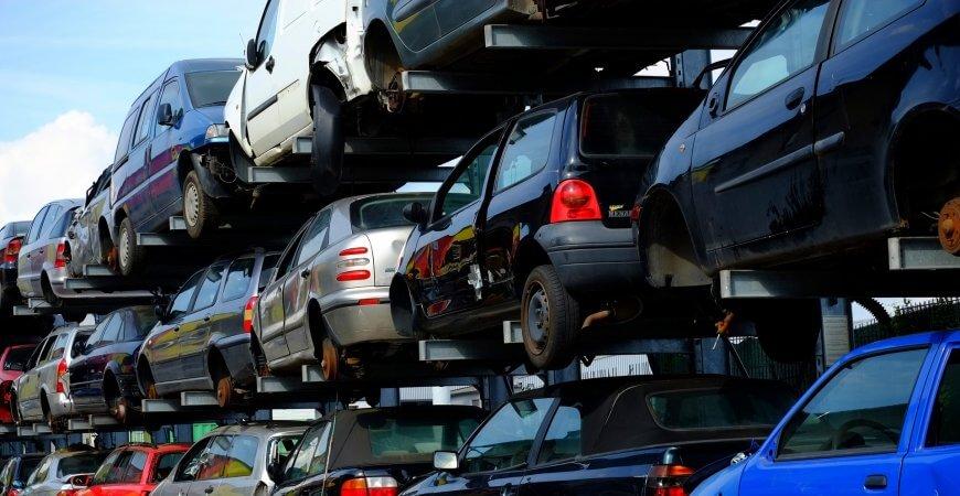 Stacje demontażu pojazdów – jak wybrać najlepszą?